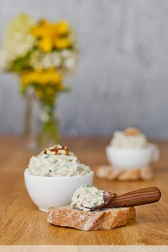 Zucchini-Walnuss-Aufstrich {zucchiniwoche - My list of the most healthy food recipes Healthy Appetizers, Appetizer Recipes, Low Calorie Recipes, Vegan Recipes, Snacks Sains, Base Foods, Clean Eating Snacks, Finger Foods, Brunch