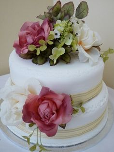 http://weddinginspiration.org/wp-content/uploads/2013/10/Shabby-chic-wedding-cake.jpg