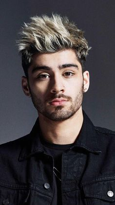 If you're a fan of celeb, Zayn Malik, then you're probably a fan of his hairstyles too. Here are our favorite Zayn Malik haircuts Coiffure Zayn Malik, Cabelo Zayn Malik, Estilo Zayn Malik, Zayn Malik Fotos, Zayn Malik News, Zayn Malik Hairstyle, Zayn Malik Style, Zayn Mallik, Men's Hairstyle