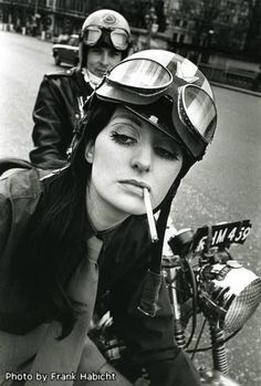 Welcome to Cafe Racer Design! We focus solely on showcasing the design of Cafe Racer Motorcycles. Cafe Racer is a term used for a type of motorcycle and the cyclists who ride them! Motos Retro, Scooter Moto, Vespa Helmet, Ride Out, Cafe Racer Girl, Swinging London, Rocker Girl, Lady Biker, Biker Chick