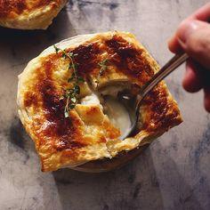Pot Pie  今夜は濃いシチューを使ってポットパイ。  #potpie #ポットパイ #食欲の秋 #濃いシチュー #アツアツ #サクサク