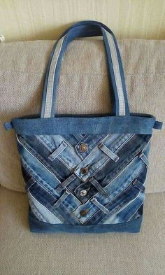 Most recent Screen How to make bag from old jeans - Simple Craft Ideas Thoughts I enjoy Jeans ! And a lot more I want to sew my own Jeans. Next Jeans Sew Along I am planning to s Sacs Tote Bags, Denim Tote Bags, Denim Purse, Patchwork Bags, Quilted Bag, Denim Patchwork, Denim Quilts, Patchwork Quilting, Blue Jean Quilts