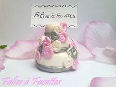 Marque place Gateau de mariage cascades de fleurs : Cuisine et service de table par folies-a-facettes