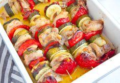 Szaszłyki z kurczaka i warzyw, które robi się w piekarniku. PRZEPIS Ratatouille, Pasta Salad, Sushi, Shrimp, Sausage, Ethnic Recipes, Food, Cookies, Diet