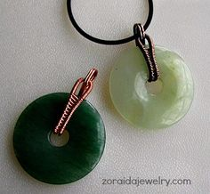 How to make a woven wire bail for a stone donut- this tutorial is very nicely done!