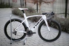 いいね!3,442件、コメント15件 ― BestBikeKitさん(@bestbikekit)のInstagramアカウント: 「Trek Madone with SRAM etap and Quarq powermeter, looking great in white.. Pic @ronykuba . Follow me…」