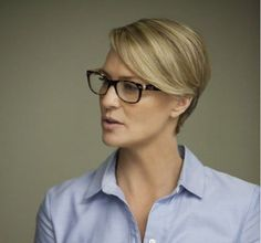 Claire Underwood's style is absolutely sizzling for these reasons