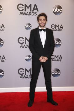 Thomas Rhett walks the red carpet at The Annual CMA Awards 2014 Hot Country Boys, Country Strong, Country Music Artists, Country Singers, American Country Music Awards, Makeover Essentials, Brett Eldredge, Perfect Husband, Cma Awards
