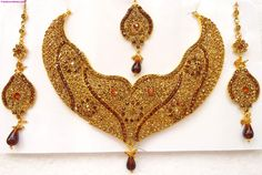 gold necklace designs catalogue 2015 classic gold jewelry design catalog with photos of jewelry remodeling on 18k Gold Jewelry, Gold Jewellery Design, Gold Cost, Bollywood Jewelry, Jewelry Showcases, Bridal Jewelry Sets, Bridal Jewellery, Schmuck Design, Necklace Designs