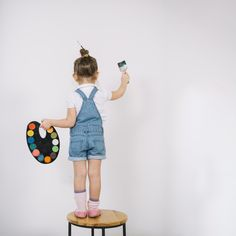 Little girl standing on chair and painting white wall with brush Free Photo Baby Pictures, Baby Photos, Free Photos, Cute Little Baby, Little Girls, Creative Photography, Children Photography, Shadow Theme, Astoria Nyc