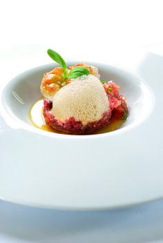 Rundertartaar, langoustines, soja-emulsie en een tartaar van coeur de boeuf-tomaat - Lekker van bij ons !