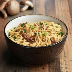 Vegan Spaghetti Carbonara by Tasty Vegan Spaghetti, Vegan Pasta, Spaghetti Squash, Low Carb Vegetarian Recipes, Vegan Recipes, Rib Recipes, Chicken Recipes, Vegan Dinners, How To Cook Pasta