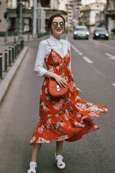 Red floral dress with white button down underneath outfit floral midi dress with sneakers outfit Spring Dresses Casual, Cute Spring Outfits, Casual Dress Outfits, Summer Dress Outfits, Casual Summer Outfits, Mode Outfits, Trendy Dresses, Nice Dresses, Fashion Outfits
