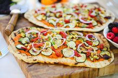 We like to think of flatbread as the fancy pizza! Experiment with toppings like fig and prosciutto, roasted tomato and artichoke, or caramelized onions and sausage. 25 Crowd-Pleasing Snacks for Your Next Party via Best Party Snacks, Fancy Pizza, Real Food Recipes, Cooking Recipes, Party Dishes, Pizza Party, Finger Foods, Food Porn, Good Food
