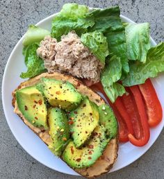 Quick Healthy Breakfast Ideas for Your Busy Morning Quick Healthy Breakfast Ideas – Breakfast is really important for your whole family. However, what they eat every morning is more . Quick Healthy Breakfast, Healthy Meal Prep, Healthy Snacks, Healthy Eating, Healthy Detox, Comidas Fitness, Diet Recipes, Healthy Recipes, Clean Recipes