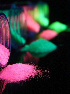 Schwarzlicht Glitter Fluo Pink  #blacklight #schwarzlicht #makeup #neon #party #color #fluo #psy #make #up #glitter