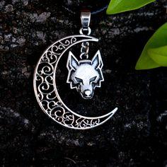 Wolf Jewelry, Dragon Jewelry, Cute Jewelry, Jewelry Gifts, Jewelry Accessories, Jewellery, Medieval Jewelry, Viking Jewelry, Wolf Necklace