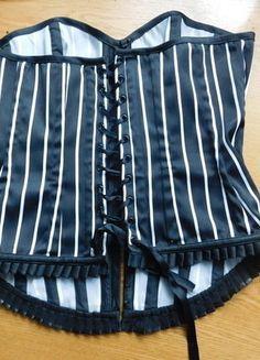 Kup mój przedmiot na #vintedpl http://www.vinted.pl/damska-odziez/topy-koszulki-i-t-shirty-inne/15189025-gorset-w-paski-czarnobialy-charlotte-russe-m