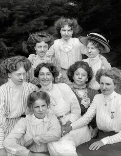 Edwardian besties. (that lace, tho!) #vintage