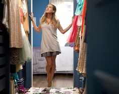 Carrie Bradshaw Fashion Moments - Best Carrie Bradshaw Fashion Moments on Sex and the City Sarah Jessica Parker, Wardrobe Closet, Capsule Wardrobe, Closet Space, Carrie Bradshaw Apartment, Organiser Son Dressing, Fast Fashion, Uk Fashion, City Style