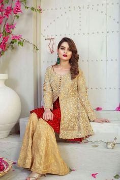 Kayseria store provides lawn and formal dress collection of high quality to Pakistan and abroad customers. Pakistani Wedding Outfits, Pakistani Dresses, Indian Dresses, Indian Outfits, Stylish Dresses, Simple Dresses, Fashion Dresses, Eastern Dresses, Pakistani Dress Design