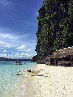 Boat on Banol beach, Coron, Palawan #philippines #travelblog #traveltips #beach #paradise