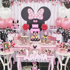 So pretty!! View all 15 Pink Minnie Mouse Birthday Party photos from @violetaglaceok by clicking our bio link. ⠀⠀⠀ #catchmyparty #partyideas #hbd #happybirthday #cute #minnieparty #minniemouseparty #Minnie #cupcakes #festaminnie #cakepops #vintage #tablescape #cakedesign #festa #cumpleanos #festaminnievermelha #cumpleanosfeliz #party #balloons #itsaparty #partyplanning #partystyle #twitter #Minniemouse #disney #desserttable #linkinbio⠀⠀ https://buff.ly/2Gf0AXK
