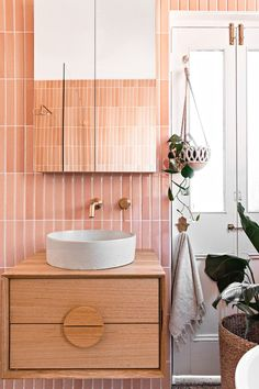 Design Kitty Lee Architecture / Builder Renotech Building | Photographer The Palm Co. Bathroom Renos, Bathroom Layout, Bathrooms, Bathroom Ideas, Bathroom Inspo, Kidney Shaped Pool, Stacking Doors, Passive Design, Greenhouse Interiors