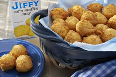 Puppies Hush puppies from Jiffy Cornbread mix. Did this in the cakepop maker. Perfect but be careful, they will rise!Hush puppies from Jiffy Cornbread mix. Did this in the cakepop maker. Perfect but be careful, they will rise! Hush Puppies Recipe Jiffy, Hush Puppies Rezept, Baked Hush Puppies, Jiffy Mix Recipes, Jiffy Cornbread Recipes, Cornbread Casserole, Fish Recipes, Seafood Recipes, Cooking Recipes