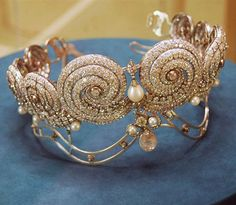 Diamond and pearl tiara, belonged to Princess Shivakiar, the first wife of King Fuad I of Egypt (1876-1947), encrusted with 1506 diamonds, mounted in platinum. It was originally commissioned from a Paris jeweler by King. The tiara was later passed down to Queen Farida, King Farouk's first wife, who lived in exile in Paris until her death in 1988. http://www.gemselect.com/other-info/king-farouk-and-his-farouking-fabulous-jewels.php