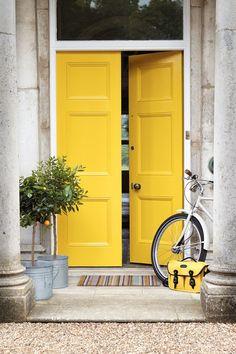 Måla dörren gul till påsk!
