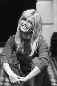 BRIGITTE BARDOT  Fue un símbolo sexual de la década de los 60. La actriz francesa ha protagonizado cerca de 50 películas e incluso ha grabado discos.