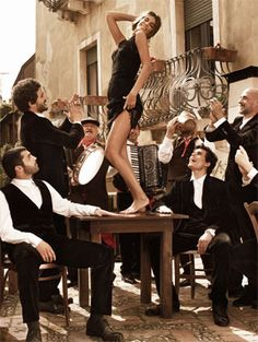Dolce & Gabbana STRIKE A POSE. BELIEVE IN YOURSELF. THE TABLE AS THE STAGE.