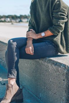 Skinny jeans, ankle boots and oversize sweater - Jess Kirby