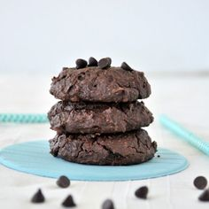 Flourless Peppermint Chocolate Cookies: Make these delicious peppermint chocolate cookies as an easy, flour-free dessert.  Only a handful of ingredients + they come with a boost of protein and fibre! - By mywholefoodlife