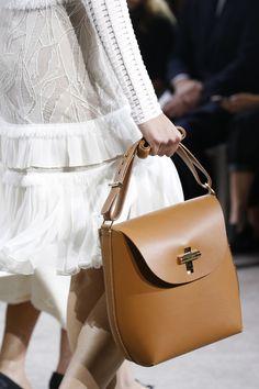 106 лучших сумок Недели моды в Нью-Йорке   Мода   VOGUE