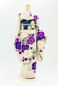 A-11 振袖 白地 紫梅 Japanese Yukata, Traditional Japanese Kimono, Japanese Outfits, Korean Outfits, Japanese Geisha, Furisode Kimono, Kabuki Costume, Modern Kimono, Kimono Japan