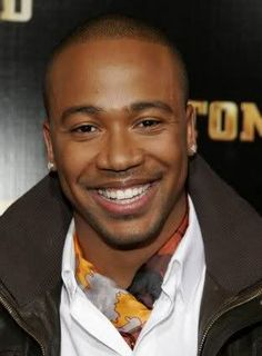 This man is sooooooooooooo gorgeous (Columbus Short)!! Just another good reason to watch Scandal!