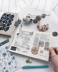 ▨ 歲月靜好 有人疼的孩子很幸福☺️ ⋯⋯⋯⋯⋯⋯⋯⋯⋯⋯ #travelersnotebook#stamp#travelerscompany#midoritravelersnotebook#midori#maskingtape#illustration#travelersnote#hairmodiary#手帳好朋友#印章#日付#万年筆#郵票#切手#票券#文房具#fountainpen#bulletjournal#bujo#ほぼ日手帳#hobonichi#moleskine#mddiary