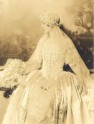 1918 wedding fashions!