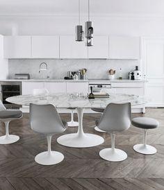 via heavywait - modern design architecture interior design home decor & Tulip Dining Table, Dining Table In Kitchen, Kitchen Chairs, Chair Design, Furniture Design, Tulip Chair, Asian Decor, Unique Wall Decor, Vintage Chairs