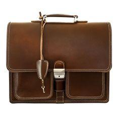 Die klassische Schultasche, wie wir sie noch von früher kennen: dickes, stabiles Leder, zwei große Innenfächer mit Platz für einen 15,6 Zoll Laptop bzw. einen breiten A4 Aktenordner, zwei Vorfächer und ein Überschlagsdeckel mit einem robusten, abschließbaren Schnappschloss. Hamosons Modell  651, Leder, Braun. 159,00 €