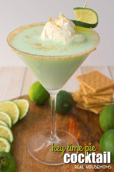 If you love the classic Key Lime Pie dessert, then this cocktail is definitely for you! Made with whipped cream vodka, Rum Chata and a few other goodies, this fantastic Key Lime Pie Cocktail is amazing! Lime Drinks, Fruity Cocktails, Cocktail Desserts, Easy Cocktails, Yummy Drinks, Cocktail Drinks, Pineapple Drinks, Fancy Drinks, Rumchata Drinks