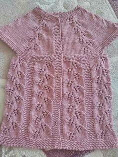 Hand knitted children's vest models «handwork home, baby kn Easy Knitting Patterns, Knitting For Kids, Knitting Designs, Knitting Stitches, Baby Knitting, Stitch Patterns, Baby Pullover, Baby Cardigan, Girls Sweaters