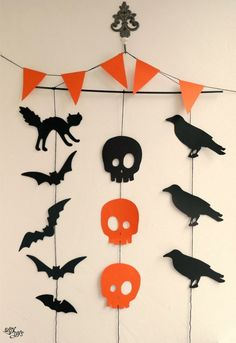 Diy Halloween Garland, Cheap Halloween Decorations, Halloween Paper Crafts, Halloween Tags, Halloween Party Decor, Holidays Halloween, Diy Halloween Wedding Ideas, Halloween Crafts For Kids To Make, Hallowen Party