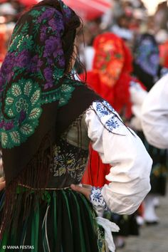 Samba, Portuguese, Traditional Outfits, Cute Kids, Costumes, Beautiful, Country, Design, Festivals