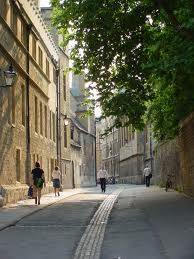Oxford: Walking down streets like this everyday, how can your head help but fill with visions of architectual wonder. :)