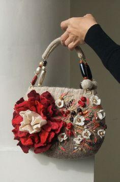 Marvelous Crochet A Shell Stitch Purse Bag Ideas. Wonderful Crochet A Shell Stitch Purse Bag Ideas. Handmade Purses, Handmade Handbags, Handmade Bracelets, Felt Purse, Book Purse, Kelly Bag, Fabric Bags, Ribbon Embroidery, Beautiful Bags