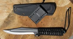 The kydex sheath is already prepared to be belt-mounted for the fast-draw duel cup. Knife Throwing, Kydex Sheath, Zombies, Weapons, Draw, Belt, Weapons Guns, Belts, Kydex Holster