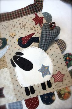 Blog de Twinkle Patchwork sobre patchwork y quilting. Webshop de patrones descargables de pdf de Twinkle Desings R&R. Tutoriales gratuitas. Sheep Crafts, Felt Crafts, Fabric Crafts, Applique Patterns, Applique Quilts, Embroidery Applique, Patch Quilt, Quilt Blocks, Felted Wool Crafts